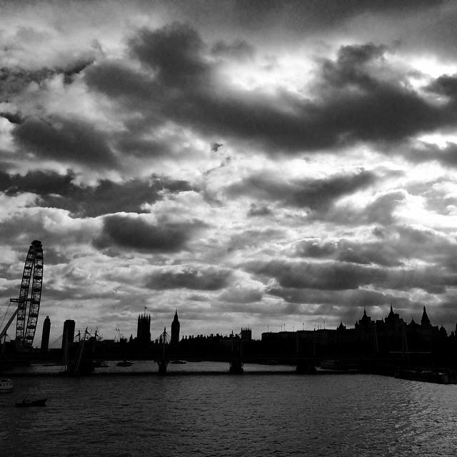 #blackandwhite #blackandwhitephotography #london #visitlondon #visitengland #londoneye #worldwide_shot #sunset #nofilter #iphone #thames #megacity