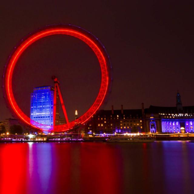 #nightshots #nightphotography #london #visitlondon #visitengland #longexpo #longexpoelite #longexpohunter #ndfilter #nikond5100 #nikon #londoneye #londonshots #westminster #worldwide_shot #redeye