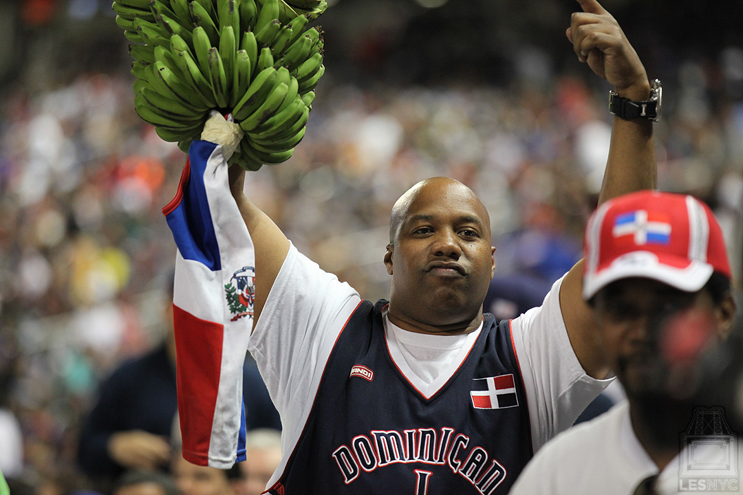 DR fan waves Lucky Platanos