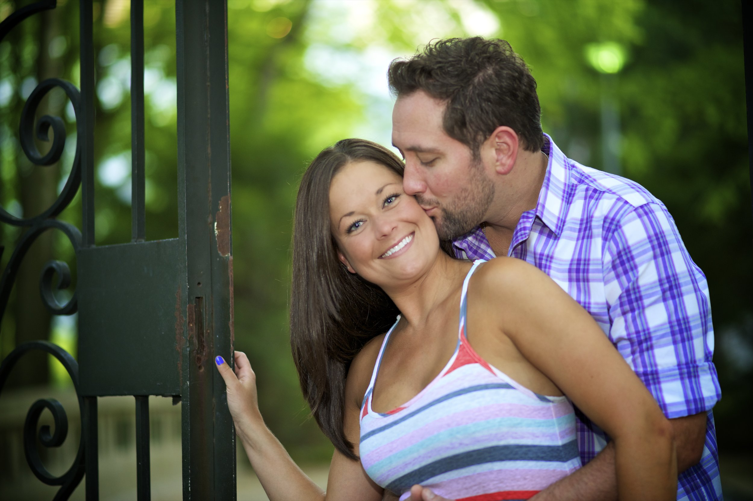 Indianapolis-museum-of-art-engagement-pictures-039.jpg