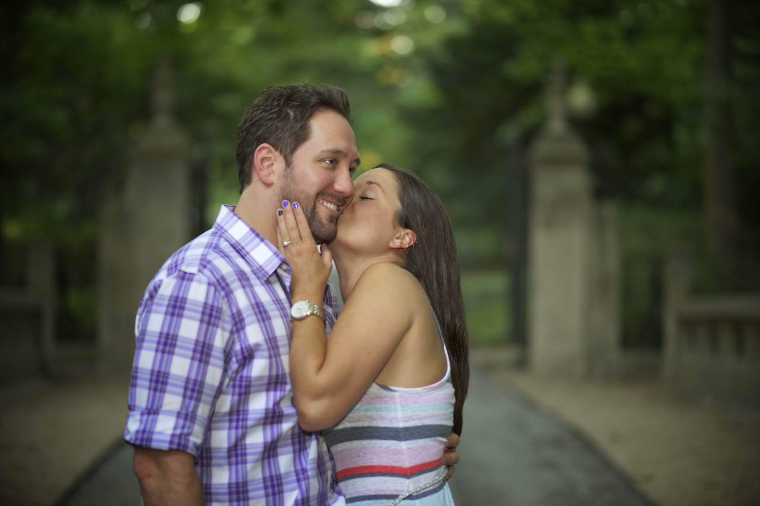 Indianapolis-museum-of-art-engagement-pictures-028.jpg