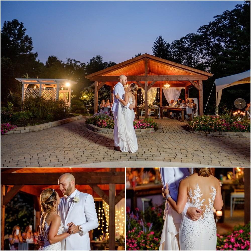 wedding-pictures-at-Avon-gardens_0019.jpg