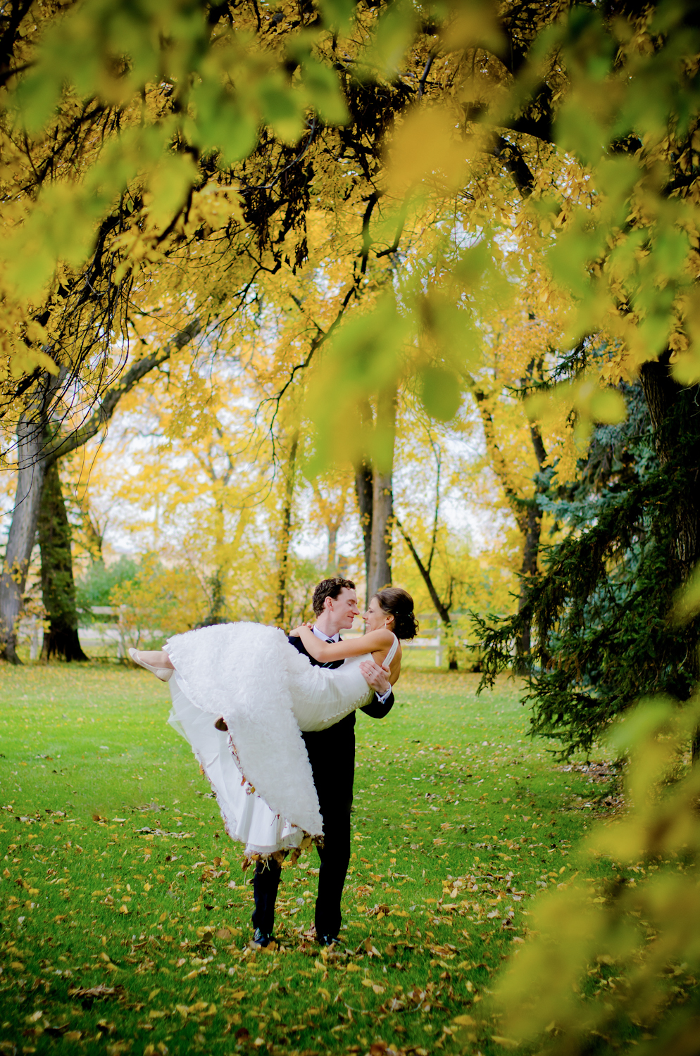 Calgary Wedding Photographer >> Let There Be Light Photography www.lettherebelightphoto.com