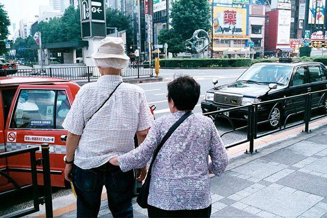 #shootfilmnotguns #keepfilmalive #believeinfilm #colorstreetphotography #japanphotography #travelphotography #Tokyo #leicajapan #leicacamera #reddot #leicacraft #shootmorefilm #leicam6 #fujifilm #natura1600 #ikebukuro #kodak #nikon #classiccamera #filmphotographer #photoblog #streetstyle #snapshot #rangefinder