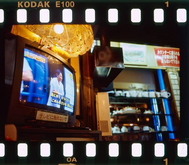 My 5 frames with ektachrome in low loght post is now on @35mmcblog  I shot a roll of the new ektachrome e100 in Osaka this summer. A lot of it was in less than ideal lighting but it was nice to write about that experience. I also have a post about my impressions on my blog and will get around to making a video once I can film with 16mm ektachrome(already shot on super 8!!) #kodak #filmneverdie #japanphotography #analogphoto #slidefilm #ektachrome100 #osakajapan #lowlightphoto #filmphotography #leicaphoto #summicron35mm #35mmfilm #analogleica #kodakektachrome #filmblog #analogblog #filmcamera #filmmaker #super8 #super16 #reversalfilm #sprocket #filmscan #shootfilmnotguns #keepfilming #analogrenaissance #ishootfilm #喫茶店 #フィルム写真