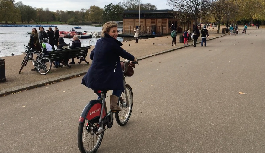 brownble_in_london_cycling_in_hyde_park.jpg