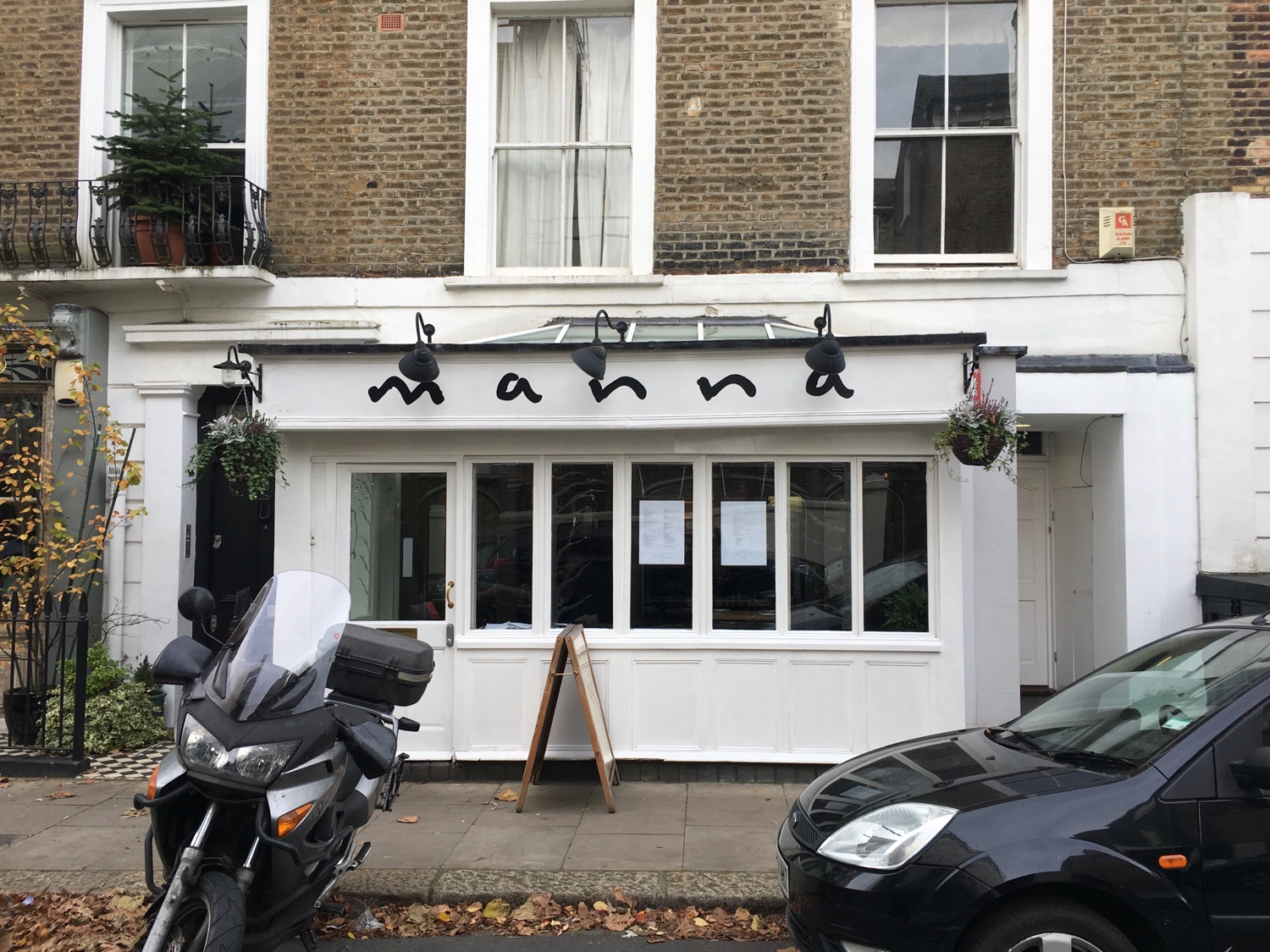 manna_vegan_restaurant_oldest_vegan_restaurant_in_london_vegan_travel_3.jpg