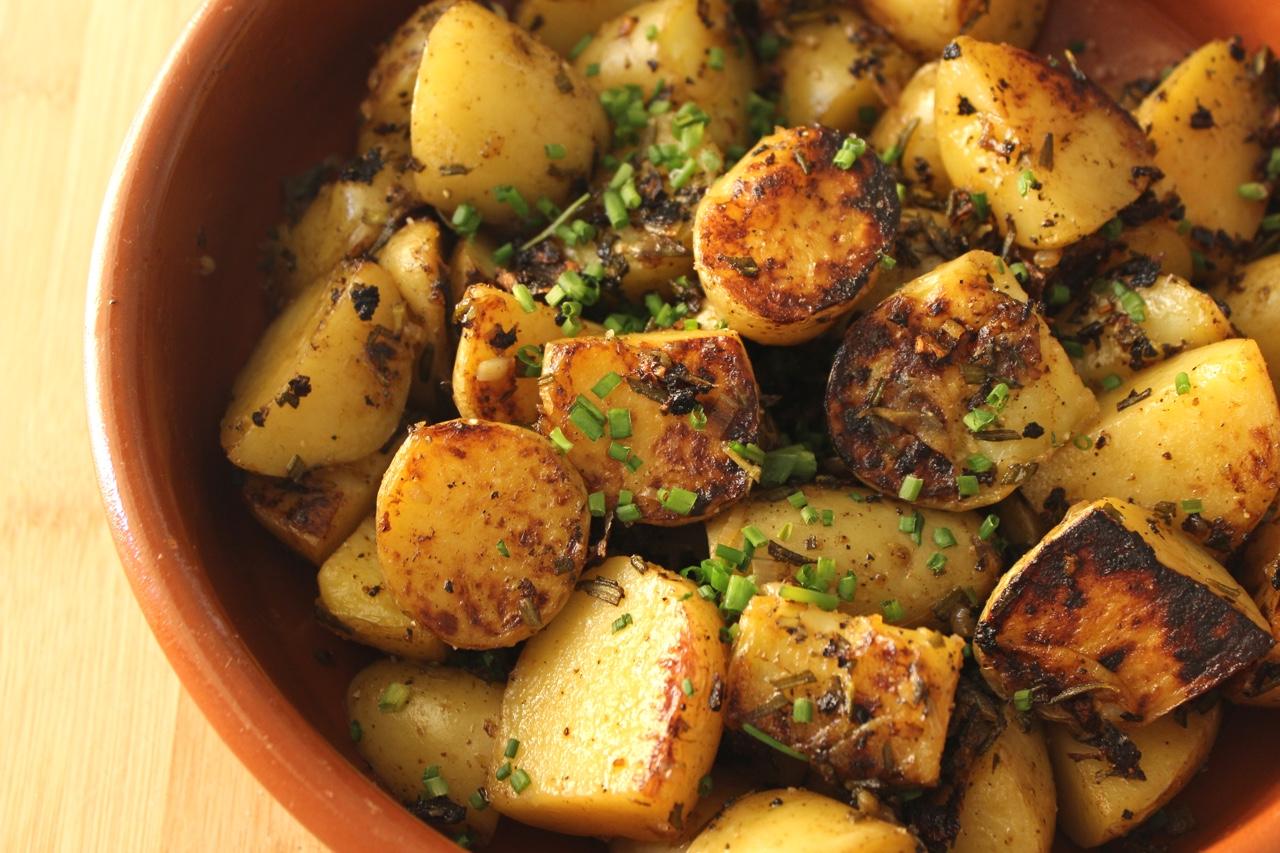 braised_mini-pan-potatoes-with-rosemary_peq.jpg