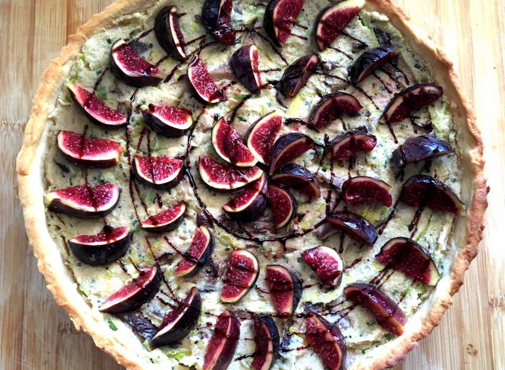 vegan_quiche_vegan_mushroom_tart_with_leeks_and_figs.jpg