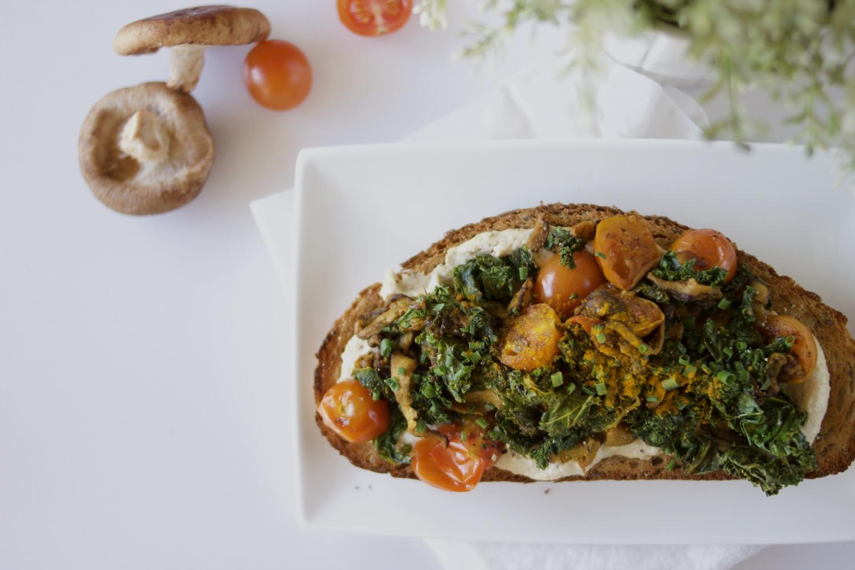 Simple vegan meal ideas: Hummus, kale, shiitake and turmeric toast | Brownble