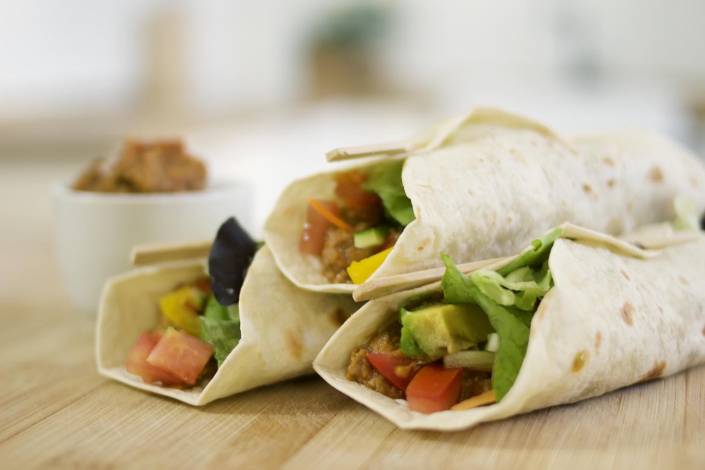 Quick and easy vegan lunch ideas ! Crunchy Lentil Dip Wraps