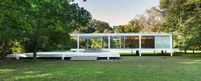 Farnsworth House in the summer.