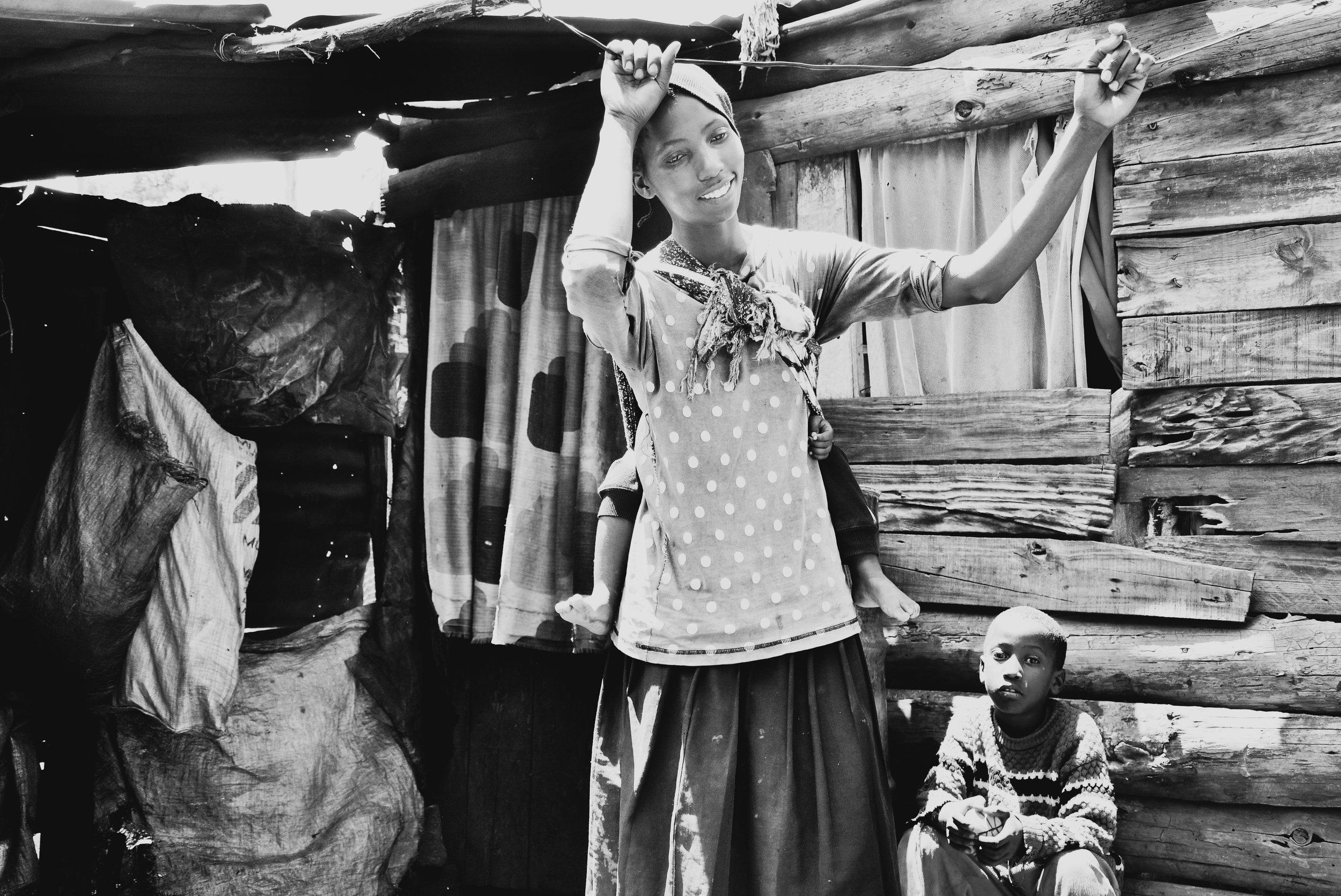 Nairobi mom + kids_Hannah Teague.jpg