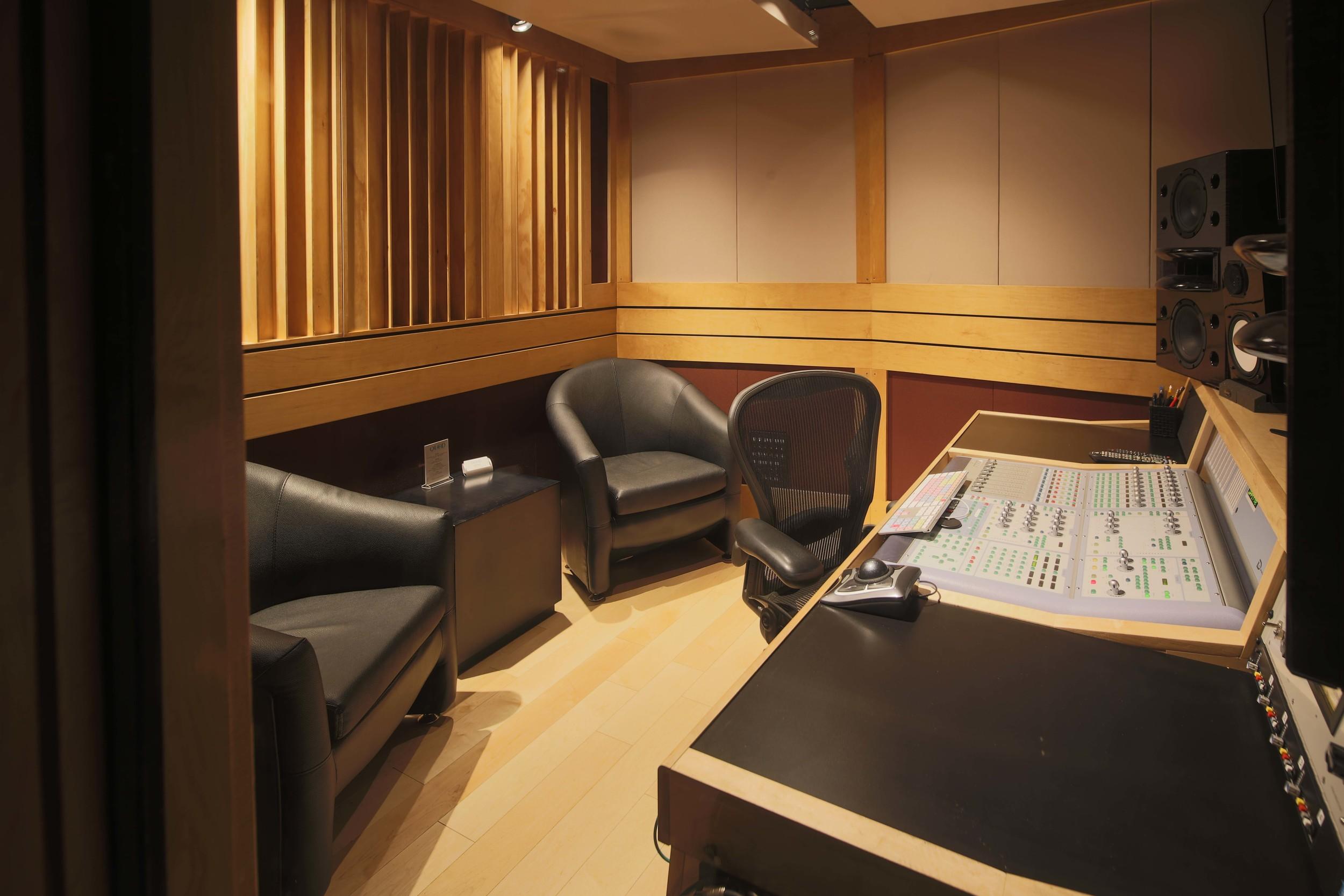 StudioQ3-3.jpg