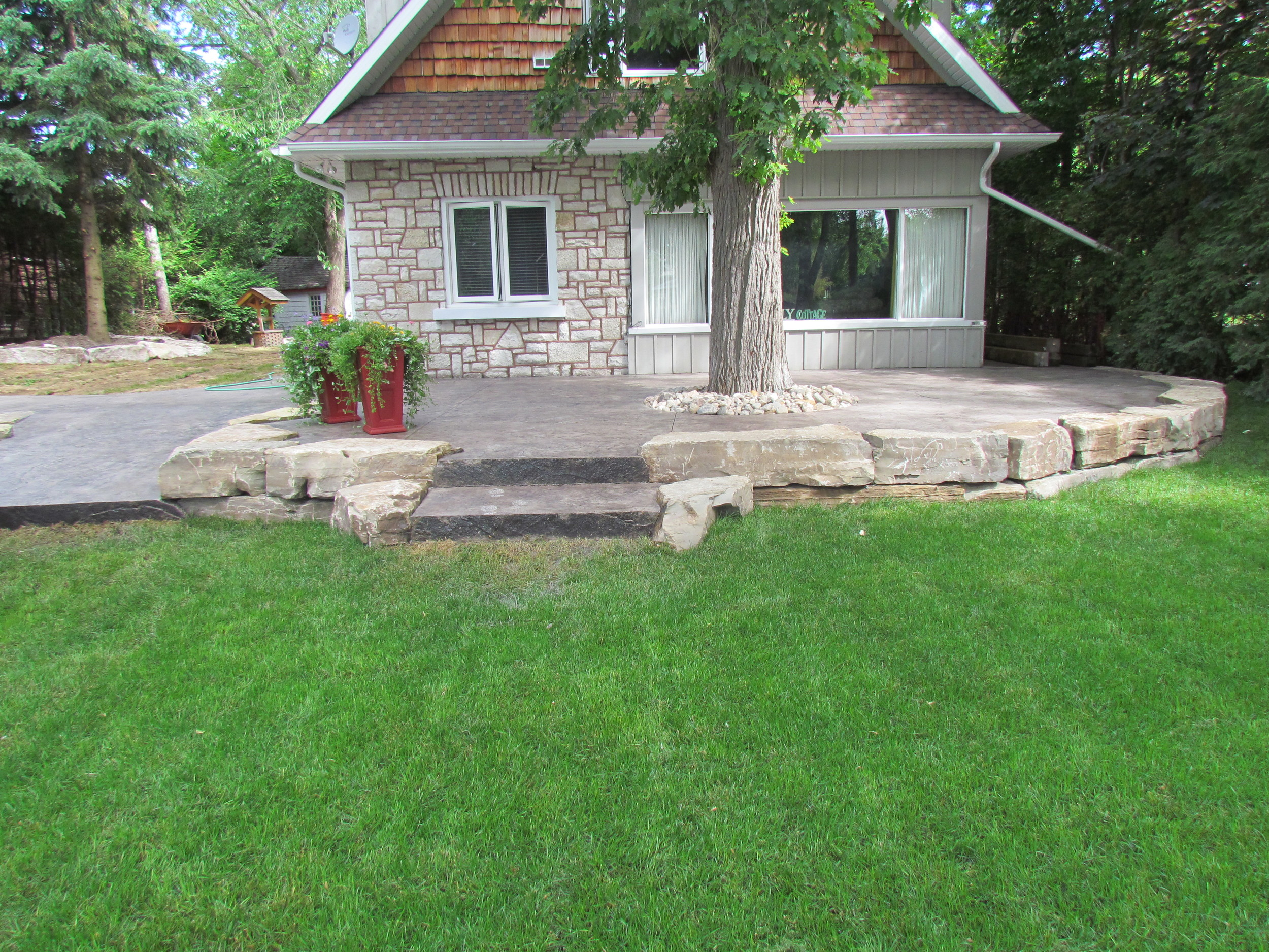 Seamless Roughstone in Willow colour with limestone walls.JPG