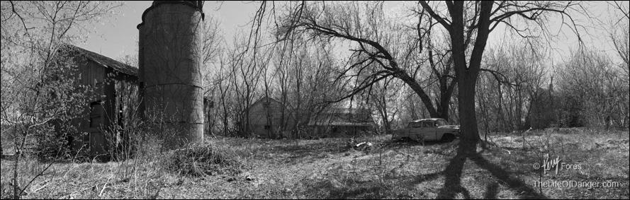 Abandon_farm_55_chevy_Pano_BW_©KErryFores.jpg