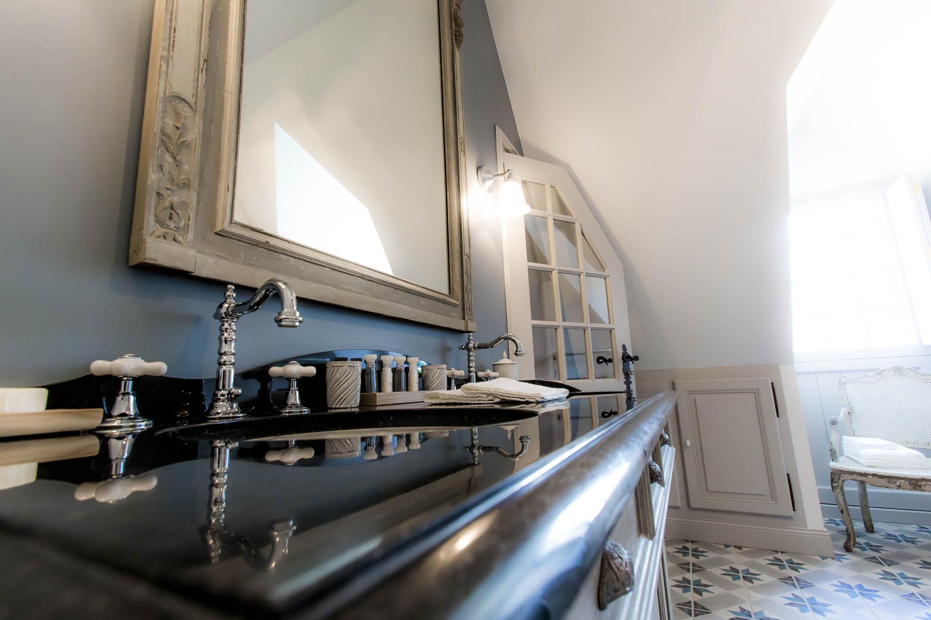Salle de bain petite suite