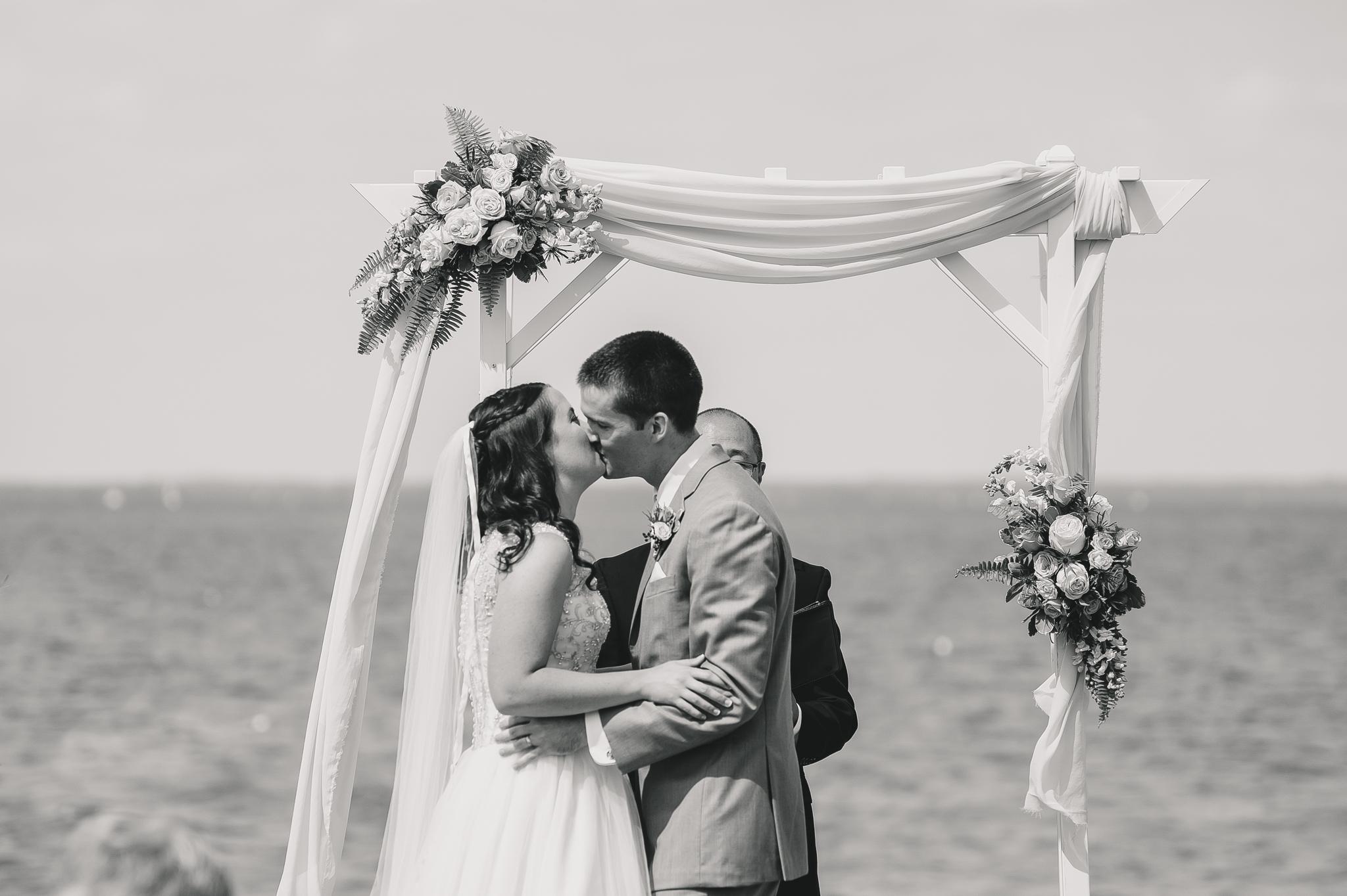 chesapeake bay wedding at silver swan bayside kent island maryland by jonathan hannah photography