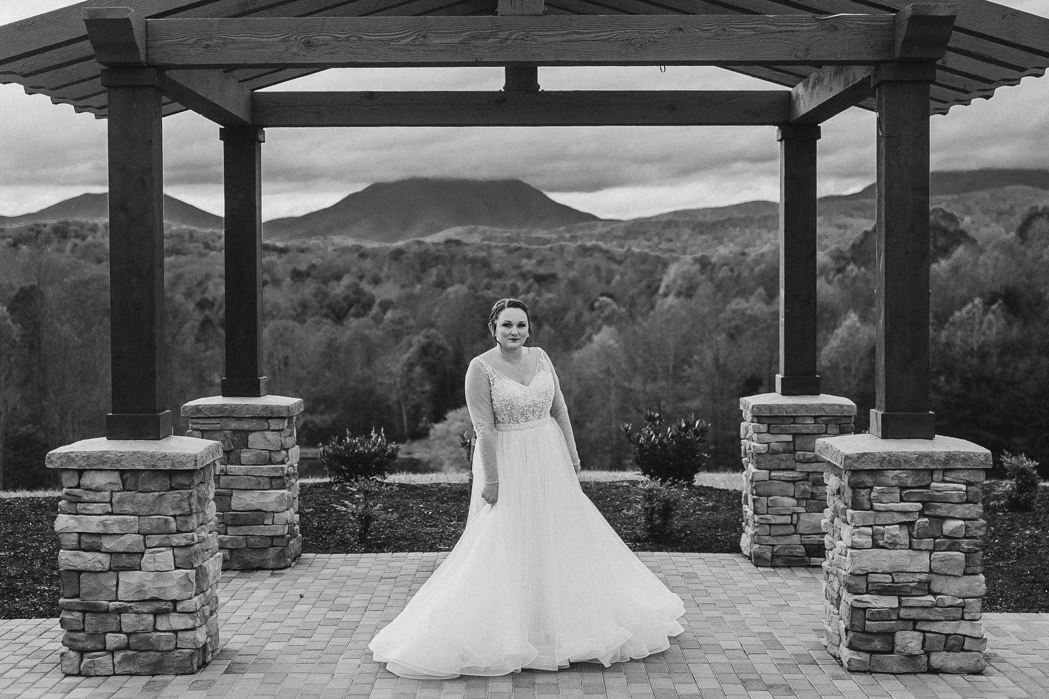 Bride_in_wedding_dress_on_mountaintop_at_glass_hill_venue_Ynchburg_virginia_overlooking_blue_ridge_mountain_by_jonathan_and_hannah_photography