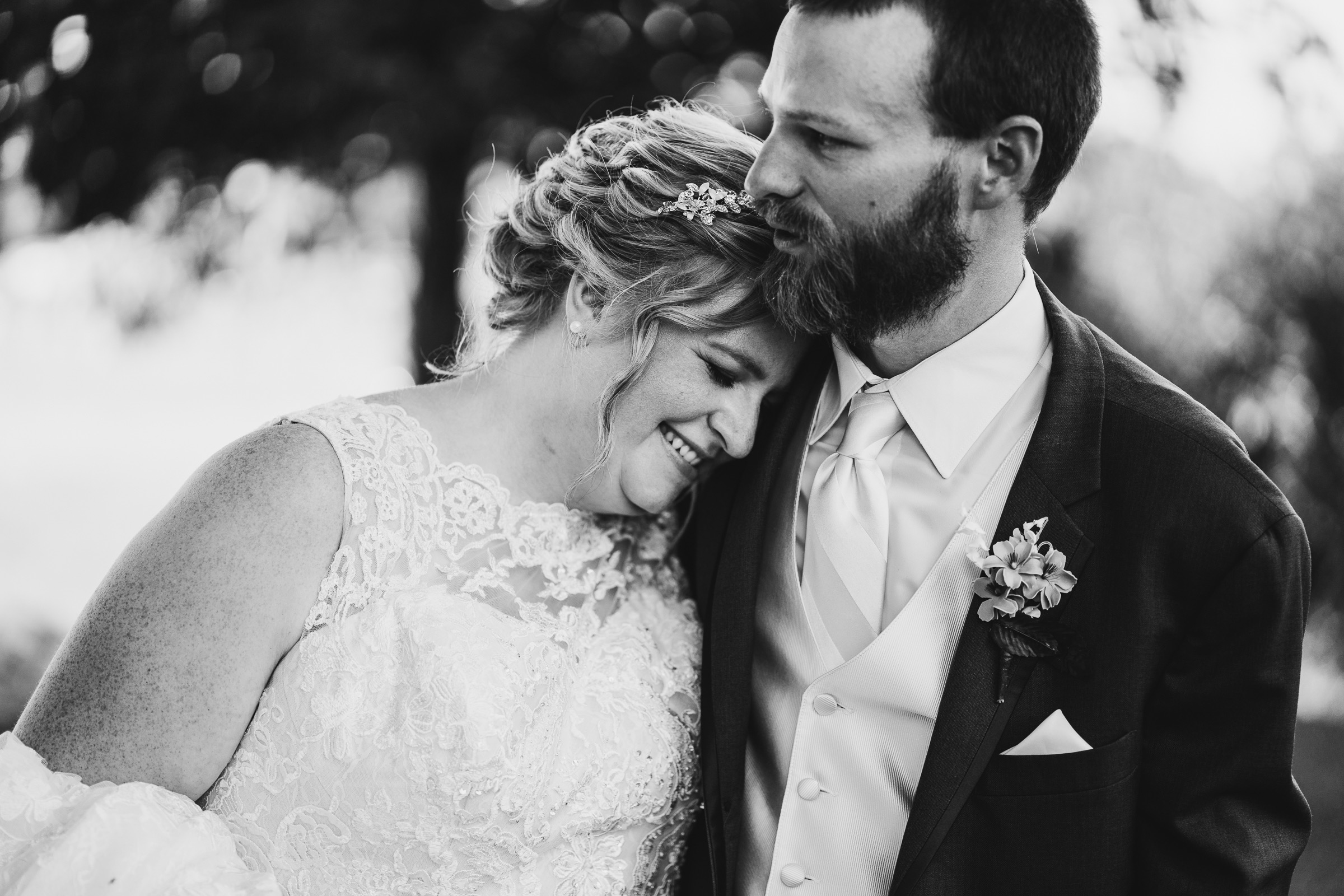 Midwest Chicago Vineyard Wedding by Jonathan Hannah Photography-27.jpg