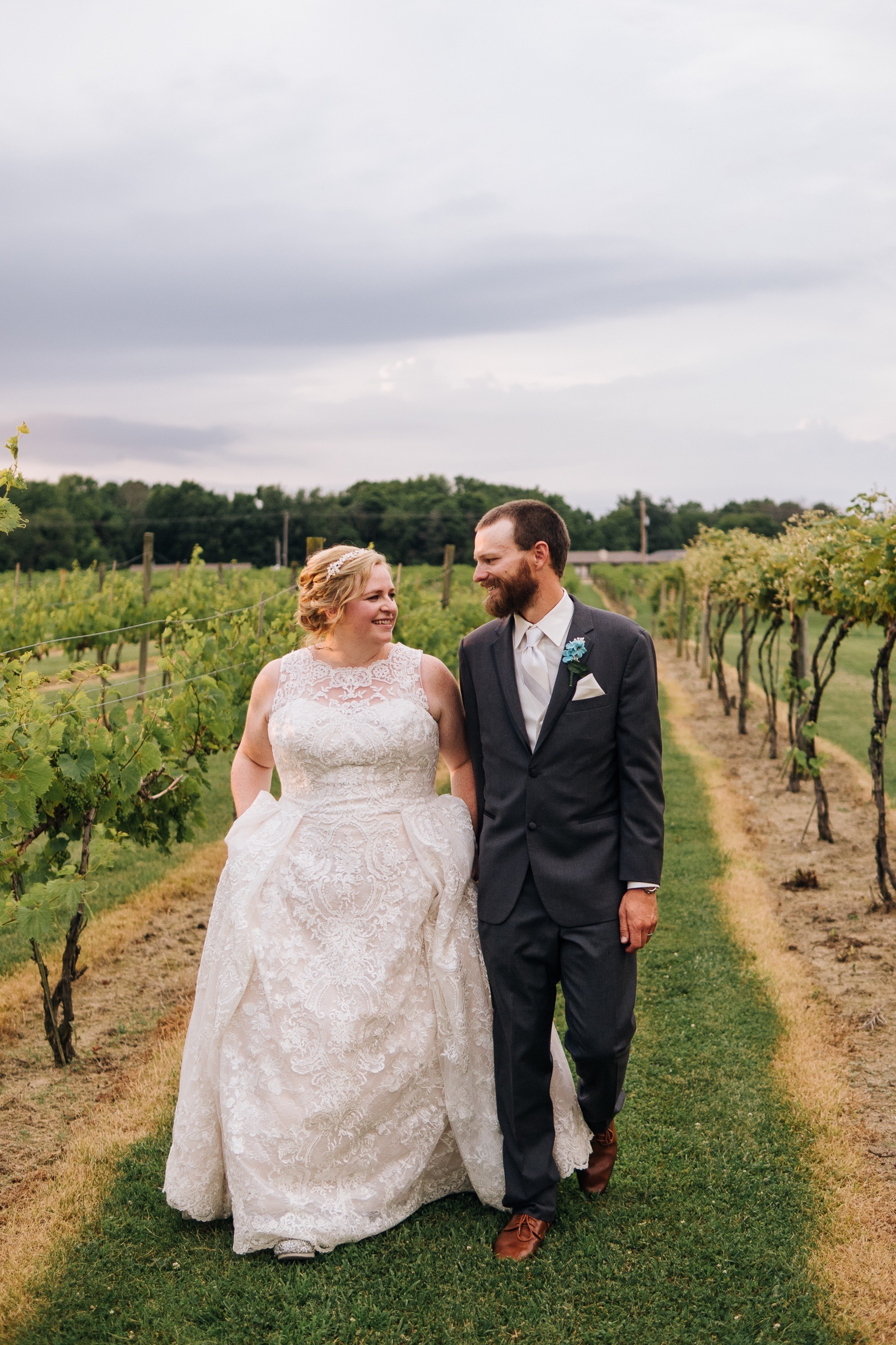 Midwest Chicago Vineyard Wedding by Jonathan Hannah Photography-28.jpg