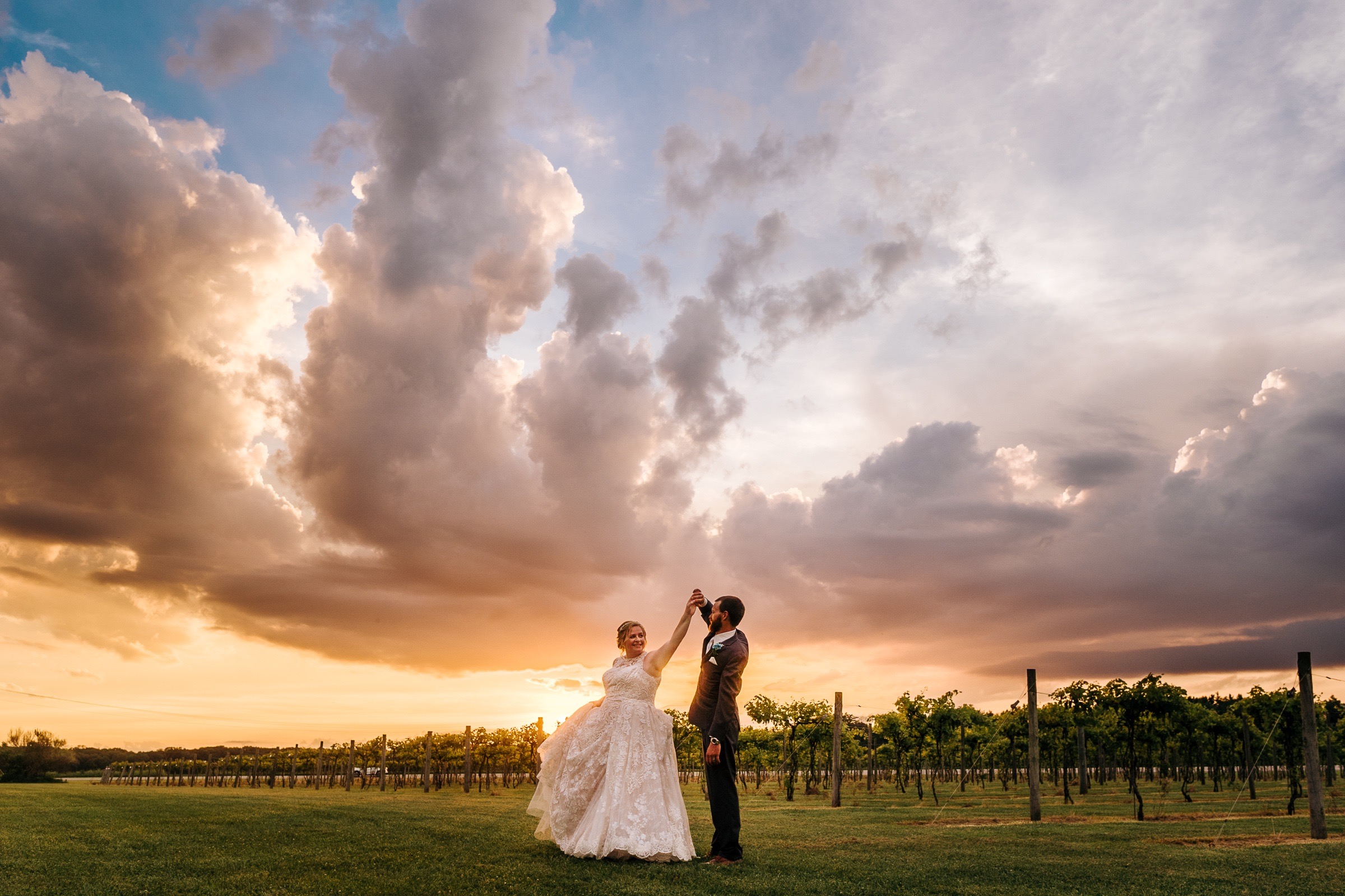 Midwest Chicago Vineyard Wedding by Jonathan Hannah Photography-31.jpg