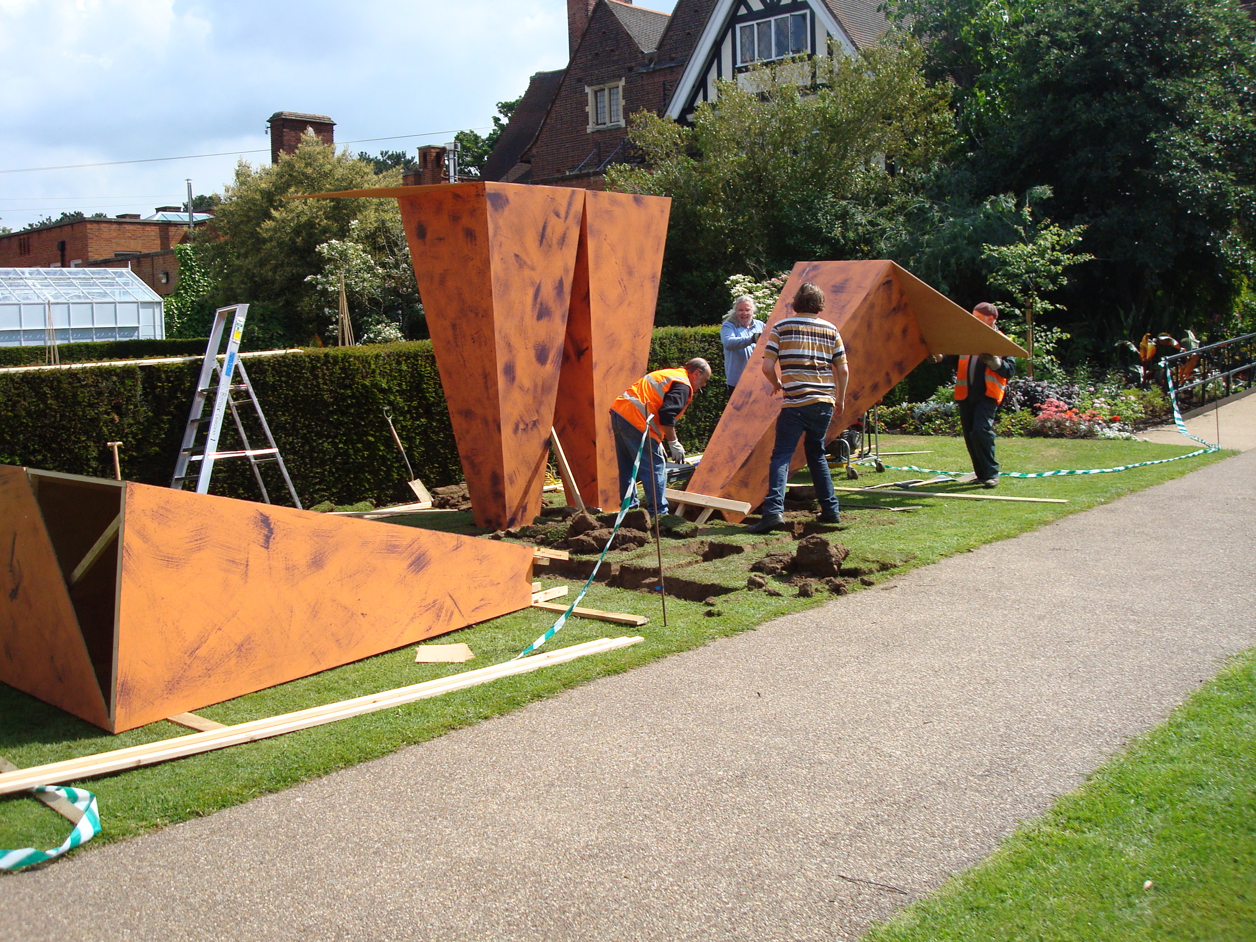 Leicester Installation of sculpture 2009 033.jpg