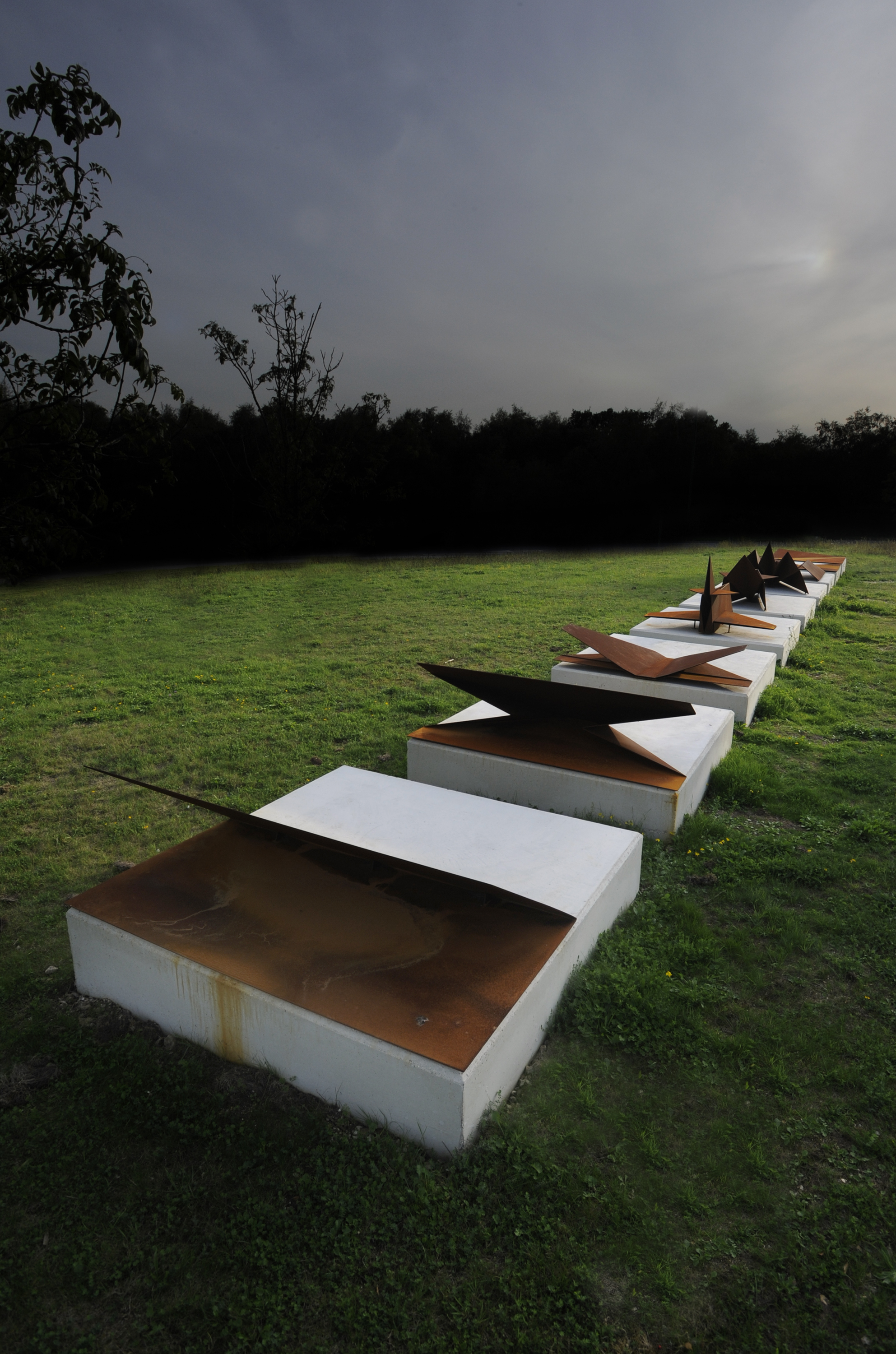 CHANGES detail, corten steel, recycled concrete from the former RAF airfield Greenham Common, 1,55 x 2,00 x 24,00 m photo Leigh Quinnell