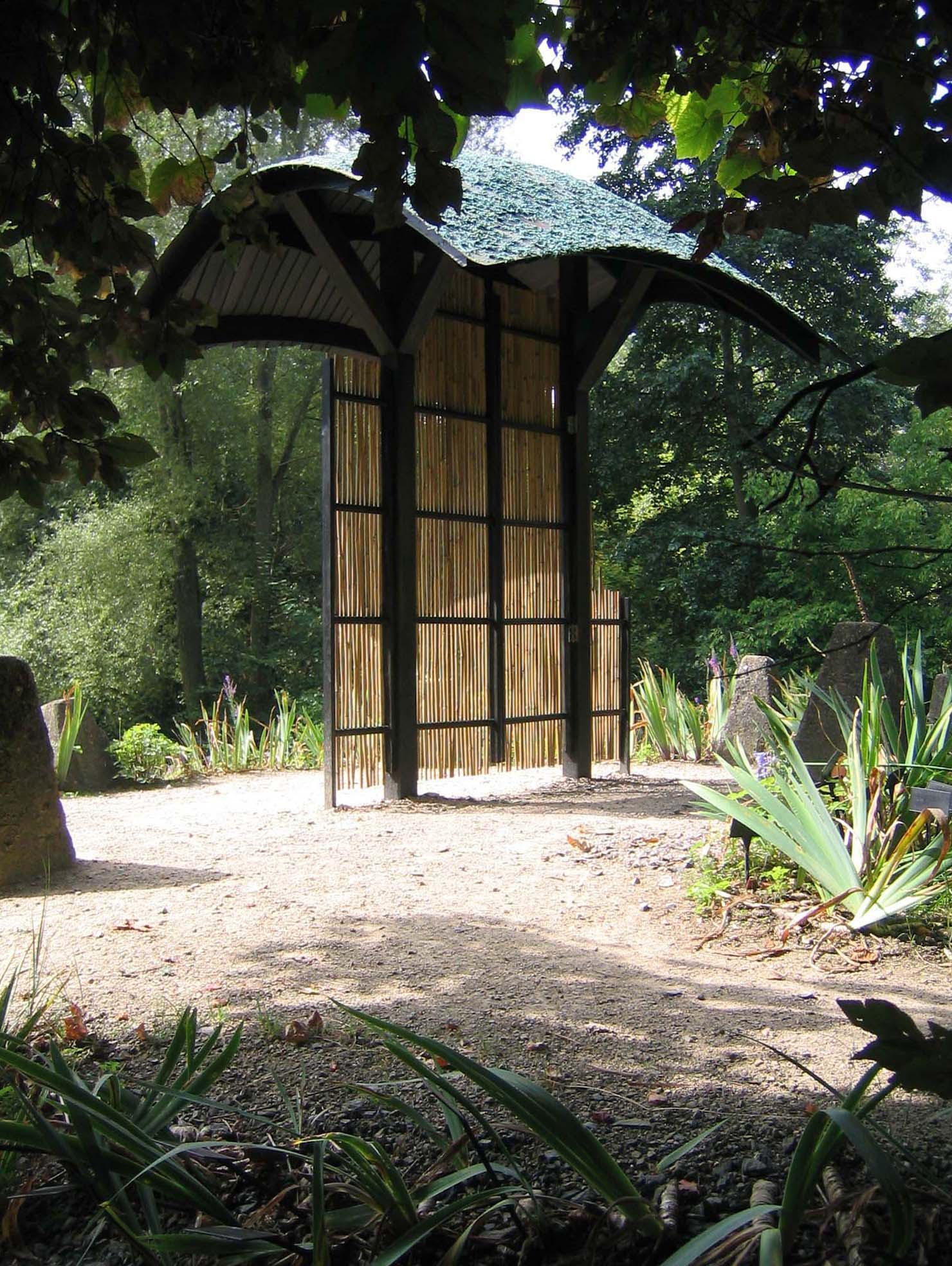 AMIGASAMON 2007. Abbey House Garden, Malmesbury. The home of the Naked Gardeners..jpg
