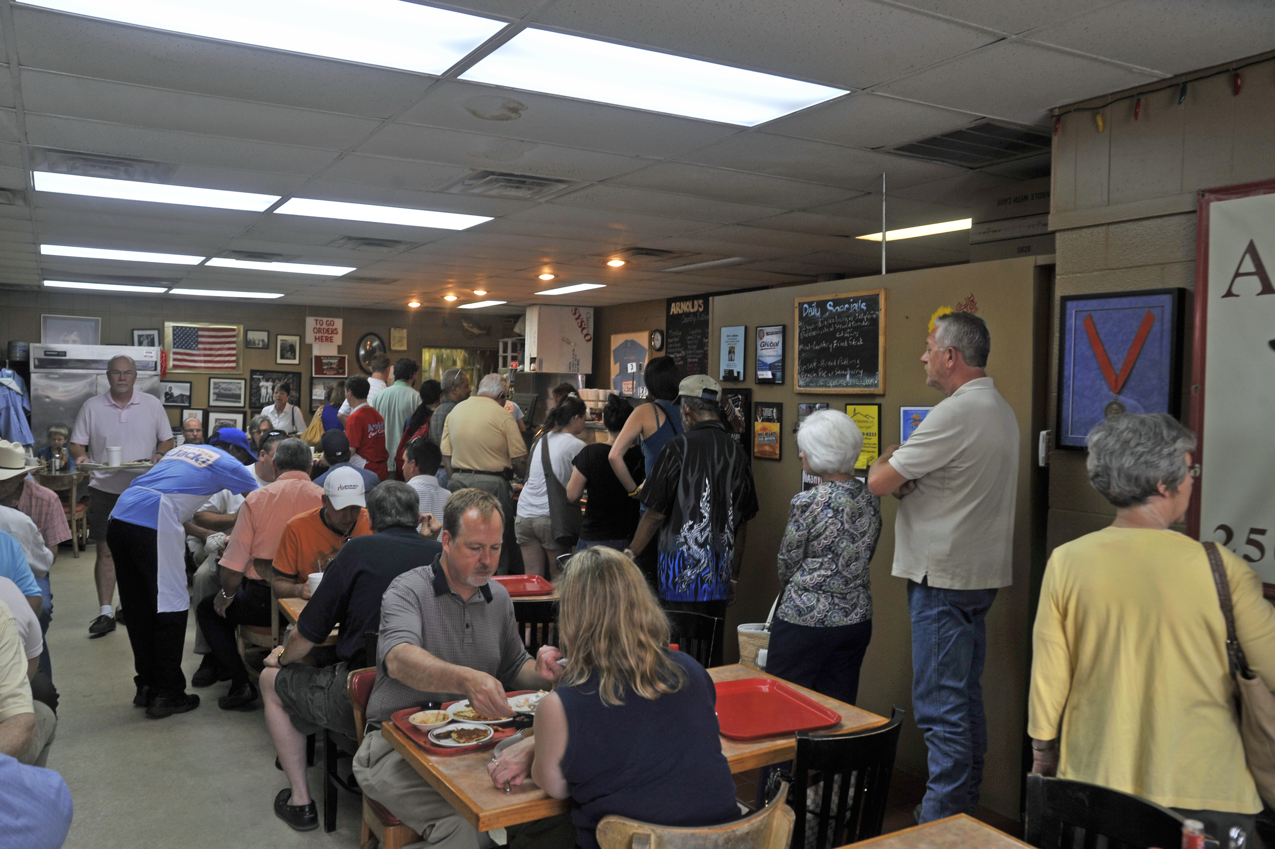 _DSC0996 In line at Arnolds classic meat n three copy.jpg