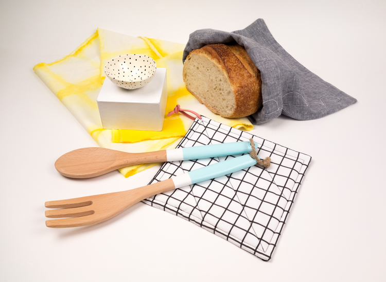 Tabled's Homecoming collection is perfect for new home owners or a potluck. Includes one bread bag, an extra long table runner, a salt cellar, a hot pad and set of two serving utensils.