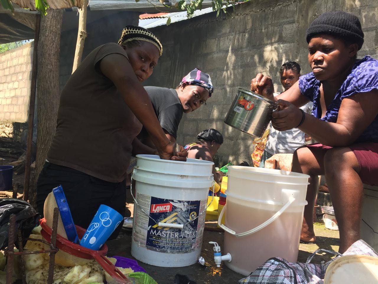 women-makinglunch-jolitrou.jpg