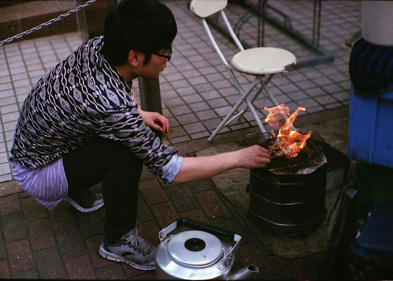 Yatai worker (Canon 7 RF Fuji Natura 1600)