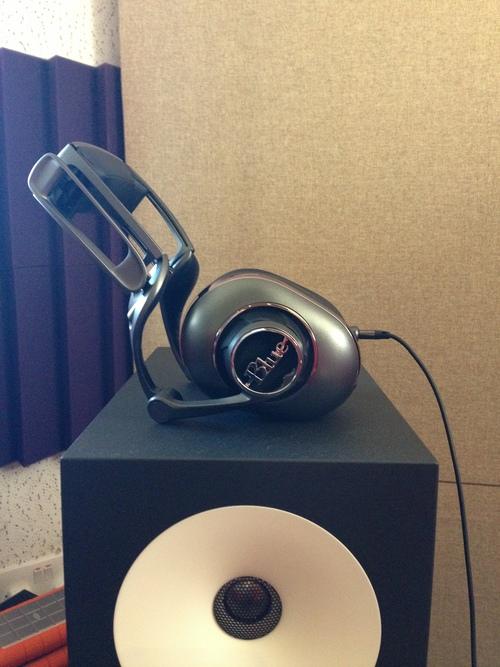 Blue Microphones Mo-Fi Powered Studio Monitoring Audiophile Headphones MoFi