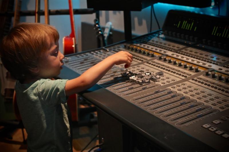 creative-professionals-working-home-children.jpg