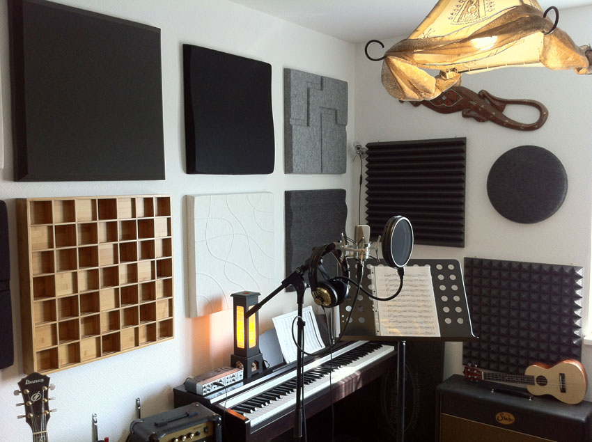 The recording Room with panels from Soften and Auralex. This room has not been analysed so far but is pretty decent sounding.