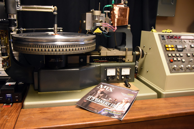 The Bakery Neumann turntable. Who is that on the cover of Mix?