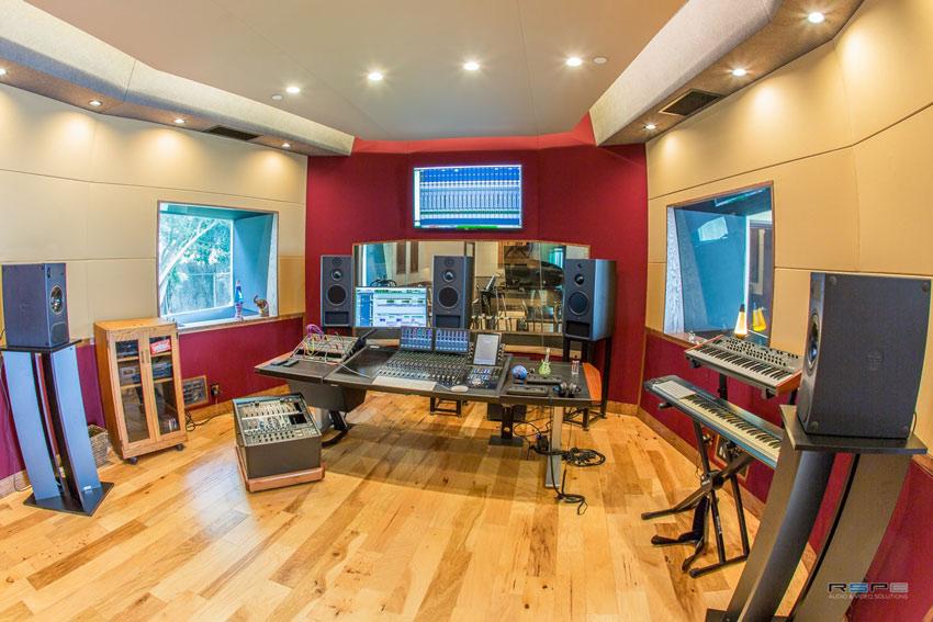Beto-Hale-studio-2.jpg