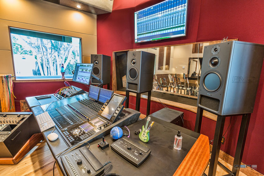 Beto-Hale-studio-3.jpg