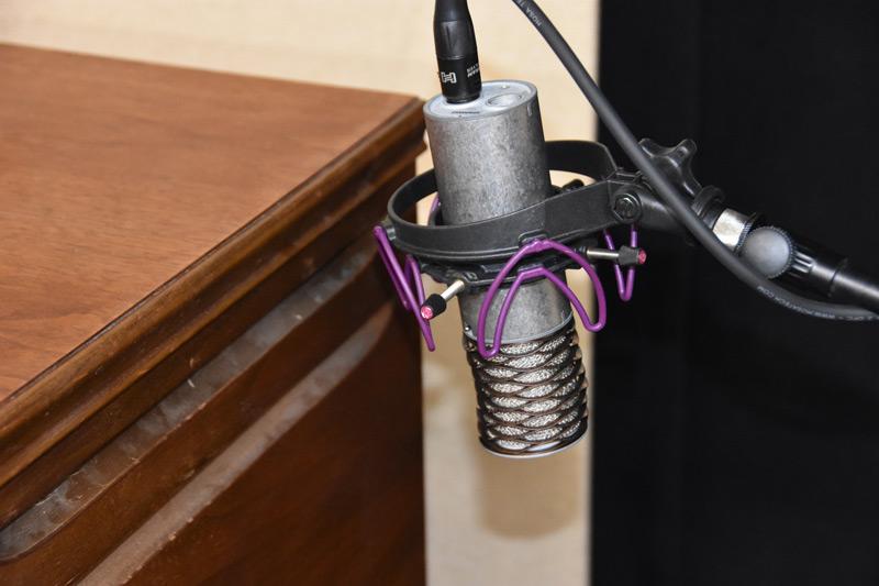 Aston-Microphones-Spirit-on-Leslie-top.jpg