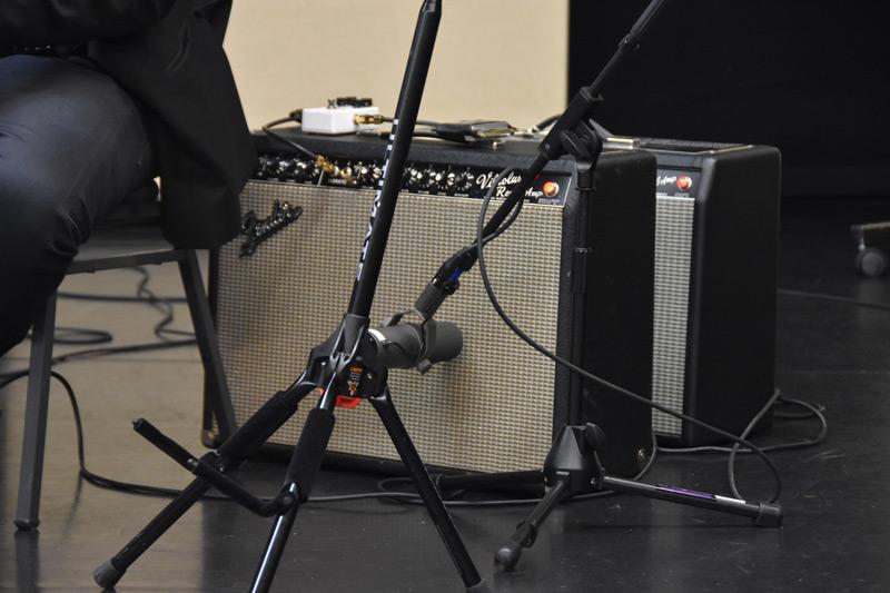 Shure-SM7B-On-Guitar-Combo.jpg