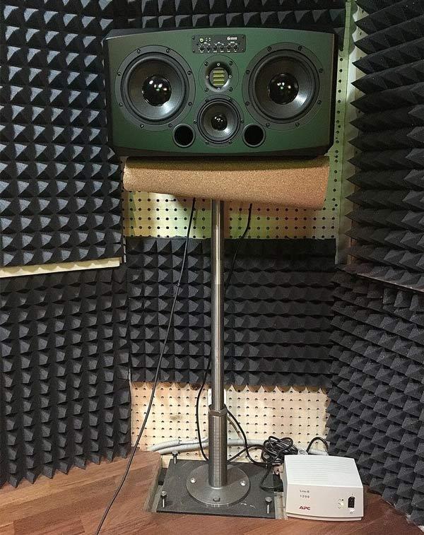 Fig-34-Speaker-stand.jpg