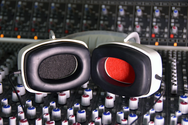 Review-EX-29-Headphones-Red-and-Black.jpg