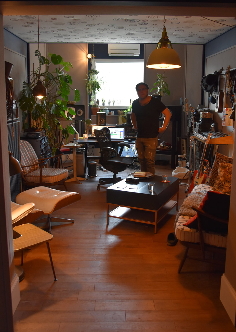 Johan-Hugo-In-his-Studio.jpg