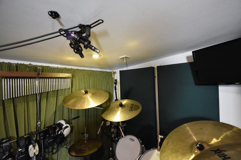 Vanguard V1S over drum kit in X/Y.