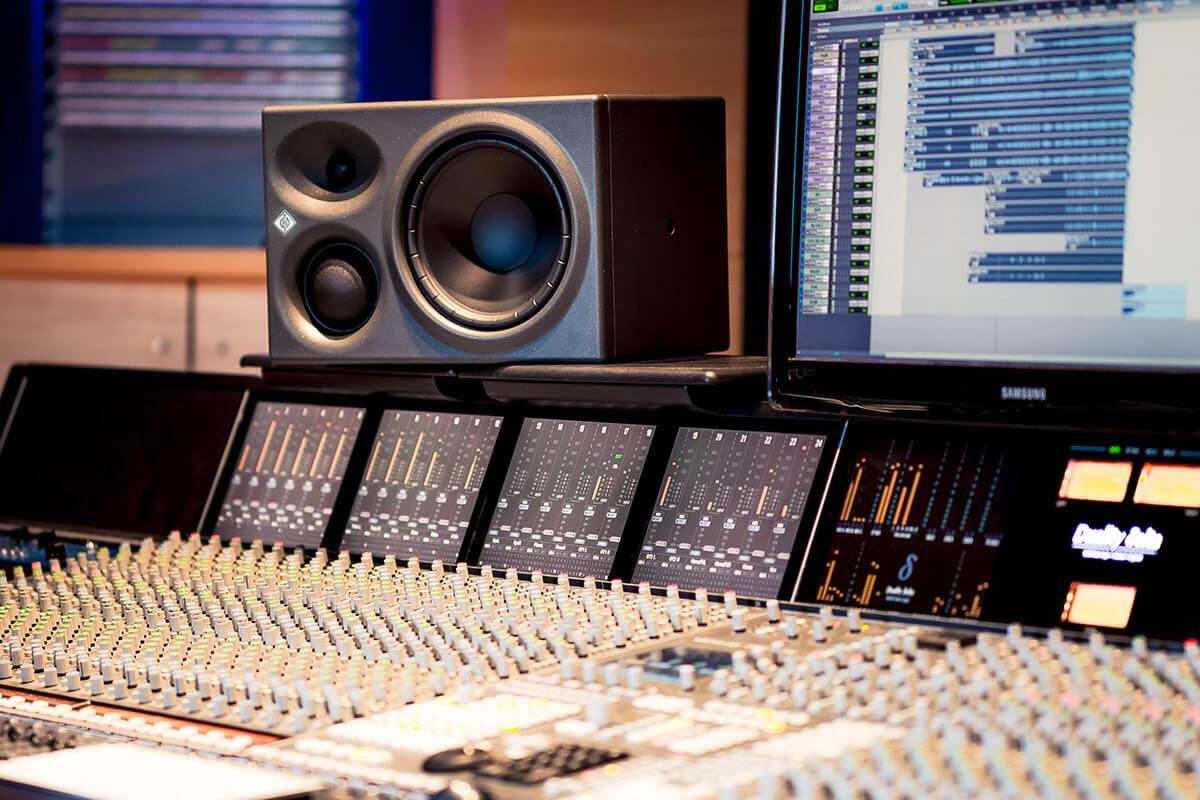 KH 310 In Studio