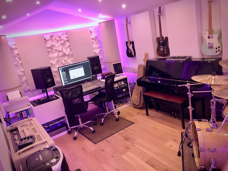 sonarworks-speaker-calibration-studio-monitors-two-studios.jpg