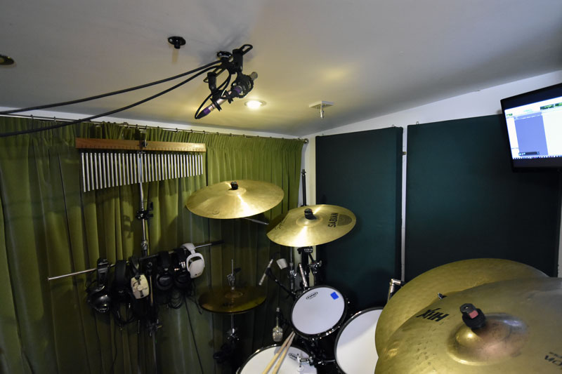 Stereo mic bar positioned above the drums (far to close to the ceiling).