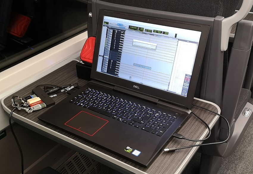 laptop train 850.jpg