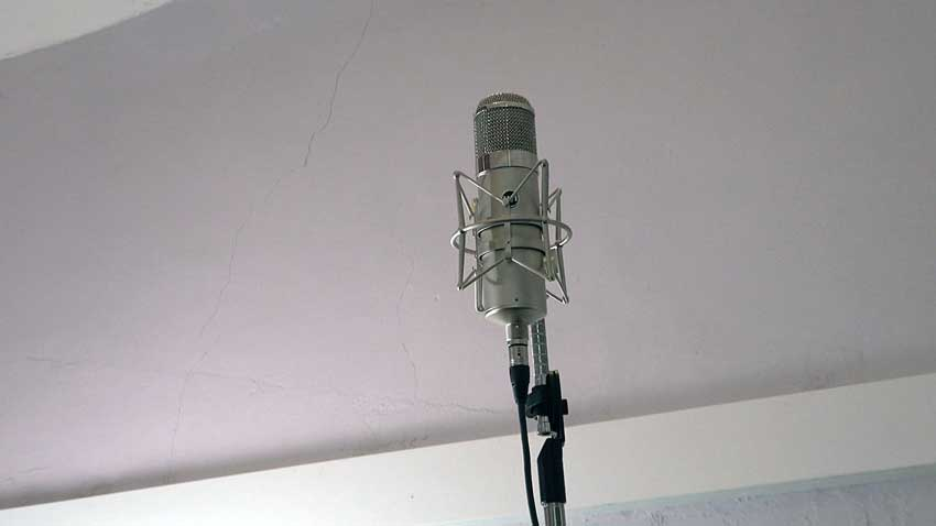 Warm Audio WA 47 Valve microphone set to omni being used as part of a stereo room mic set up.